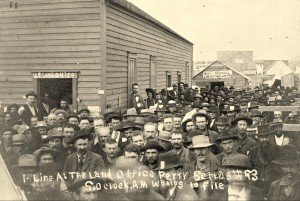 Line at the Land Office 1893
